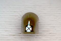 Vecchia finestra in vecchia parete di pietra immagini stock libere da diritti