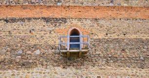 Vecchia finestra sporca sulla parete Immagine Stock Libera da Diritti