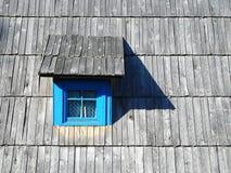 Vecchia finestra sulla casa sull'albero serba tradizionale, Mokra Gora, Drvengrad fotografia stock