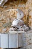 Vecchia fontana nel castello Immagine Stock