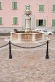 Vecchia fontana nel centro di Levico Terme, un villaggio nelle alpi italiane Fotografia Stock Libera da Diritti