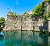 Vecchia fortezza di Cattaro, Montenegro Torretta e parete Fotografia Stock