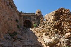 Vecchia fortezza su una montagna all'entrata di Gramvousa Fotografia Stock