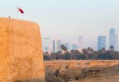 Vecchia fortificazione del Bahrain a Seef nella sera Immagine Stock Libera da Diritti