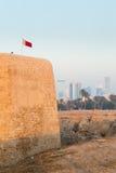 Vecchia fortificazione del Bahrain a Seef nella sera Fotografia Stock