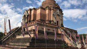 Vecchia grande pagoda in Wat Jedi Luang stock footage