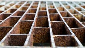 Vecchia griglia d'acciaio arrugginita Fotografia Stock