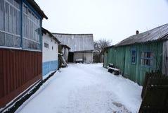 Vecchia iarda in villaggio Fotografia Stock