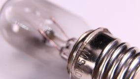 Vecchia lampadina del tungsteno con il filamento archivi video