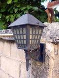 Vecchia lanterna sulla parete Immagine Stock Libera da Diritti
