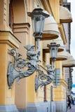 Vecchia lanterna sulla via di Stoccolma sweden Immagini Stock Libere da Diritti