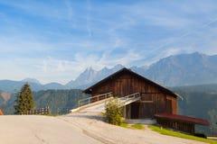 Vecchia legnaia nelle alte montagne Fotografie Stock