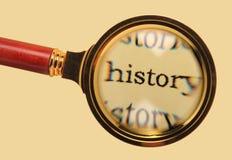 Vecchia lente d'ingrandimento su storia di parola Fotografie Stock