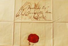 Vecchia lettera con la guarnizione rossa della cera fotografia stock libera da diritti