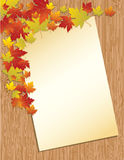 Vecchia lettera di carta su priorità bassa di legno Fotografie Stock Libere da Diritti
