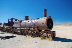 Vecchia locomotiva a vapore nel cimitero del treno, Uyuni - Bolivia Fotografie Stock Libere da Diritti