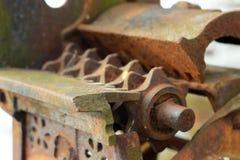 Vecchia macchina arrugginita dentro Fotografie Stock Libere da Diritti