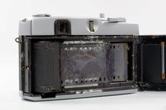 Vecchia macchina da presa annegata in acqua di mare Fotografia Stock