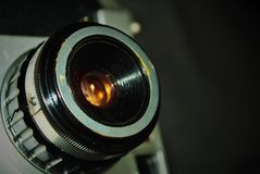 Vecchia macchina da presa con la lente di 50mm immagine stock