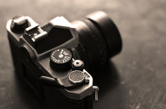 Vecchia macchina da presa d'annata con la lente manuale del fuoco Fotografia Stock