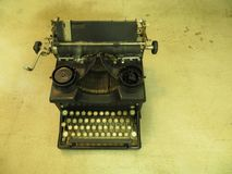 Vecchia macchina da scrivere nera antica fotografie stock
