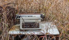 Vecchia macchina da scrivere tagliata Fotografia Stock Libera da Diritti