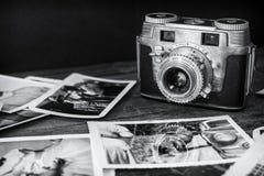 Vecchia macchina fotografica con Photo2 immagine stock libera da diritti