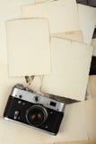 Vecchi album e macchina fotografica Immagine Stock
