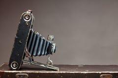 Vecchia macchina fotografica d'annata Immagini Stock