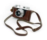 Vecchia macchina fotografica dell'annata in un caso di cuoio Fotografia Stock Libera da Diritti