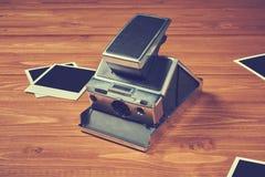 Vecchia macchina fotografica di polaroid fotografie stock