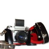 Vecchia macchina fotografica ed il suo caso su bianco Fotografia Stock