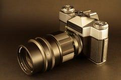 Vecchia macchina fotografica nella seppia Fotografia Stock