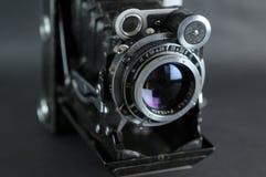 Vecchia macchina fotografica portatile fotografia stock