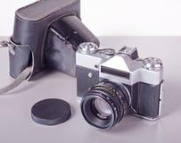 Vecchia macchina fotografica sovietica di SLR del film con un caso di cuoio Immagini Stock