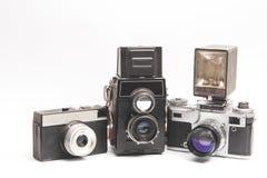 Vecchia macchina fotografica su un fondo bianco Fotografie Stock