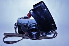 Vecchia macchina fotografica in una cassa nera fotografia stock