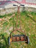 Vecchia macchina grasscutting Fotografia Stock Libera da Diritti
