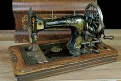 Vecchia macchina per cucire immagini stock