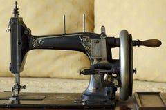 Vecchia macchina per cucire Immagine Stock Libera da Diritti