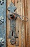 Vecchia maniglia di portello arrugginita fotografia stock