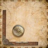 Vecchia mappa nautica con la bussola ed il righello Fotografie Stock Libere da Diritti