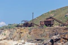 Vecchia miniera del ferro sulla costa Fotografia Stock Libera da Diritti
