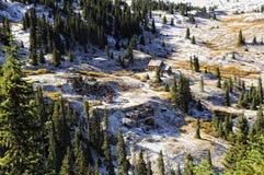 Vecchia miniera nella neve Fotografie Stock