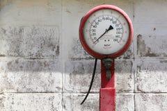 Vecchia misurazione di pressione Immagini Stock Libere da Diritti