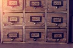 Vecchia mobilia di legno con il cassetto Fotografia Stock Libera da Diritti
