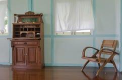 Vecchia mobilia di legno del tek Fotografia Stock
