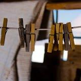 Vecchia molletta da bucato di legno fotografie stock libere da diritti