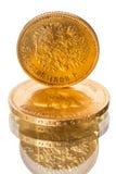Vecchia moneta russa di oro puro su bianco Immagini Stock