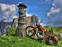 Vecchia motocicletta, dolomia Fotografie Stock